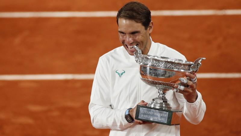 """Nadals gūst simto uzvaru Parīzē, izcīnot 20. """"Grand Slam"""" titulu"""