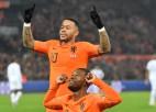 Nīderlande otrajā puslaikā iesit divus un uzvar Polijā, Itālija pārspēj Bosniju