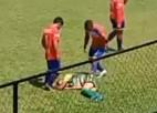 Video: Futbolists iesit sev, lai mača tiesnesim radītu domu par pārkāpumu