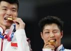 Badmintona jaukto pāru dubultspēlē zelts negaidīti tiek Vanam un Huanai