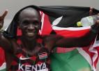 Vieglatlētikas sacensības beidzas ar izcilā maratonista Kipčoges otro zeltu pēc kārtas