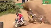 """""""KTM"""" komandas debitants cīņā par uzvaru piedzīvo smagu kritienu"""