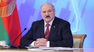 """Lukašenko: """"Ar tādu spēli Baltkrievijai elitē nav ko darīt"""""""