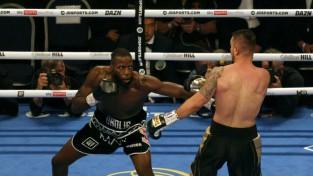 Okolijs dominējoši aizstāv WBO titulu un vēlreiz izsaka vēlmi cīnīties pret Briedi
