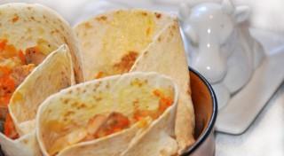 Ar vistu un dārzeņiem pildītas tortiljas