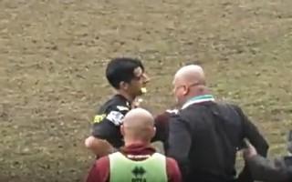 Video: Treneris iesit tiesnesim pa seju