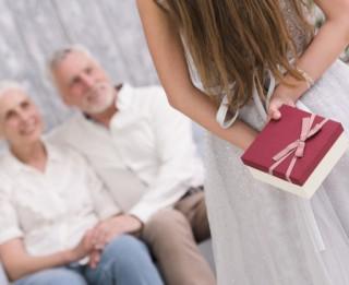 Kā komunicēt ar gados veciem cilvēkiem?