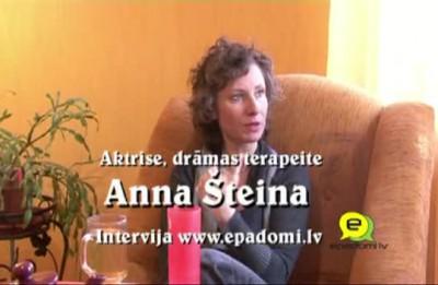 """Video: """"Pēc karjeras beigām var sēdēt un vaidēt, bet var atrast un ielikt kabatā vēl kaut ko..."""": Intervija ar aktrisi, drāmas terapeiti Annu Šteinu"""