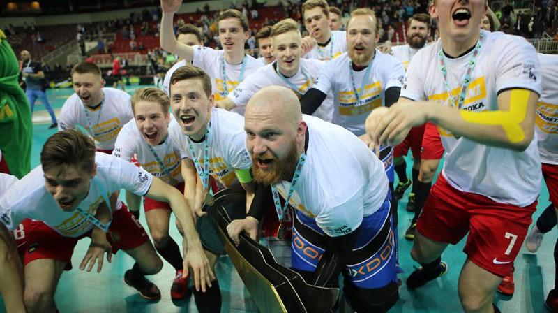 """Triobet/Ulbroka"" ar čempionu kausu Foto: Ritvars Raits, floorball.lv"