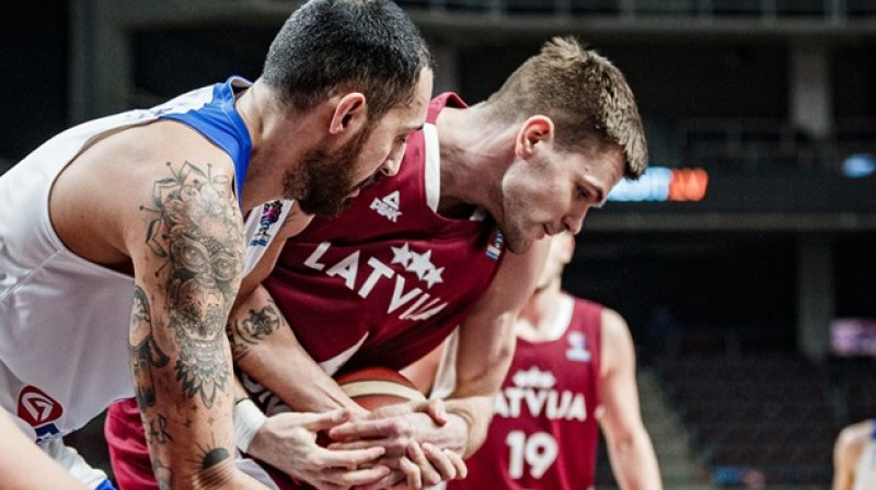 Ojārs Siliņš ar bumbu. Foto: fiba.basketball/eurobasket