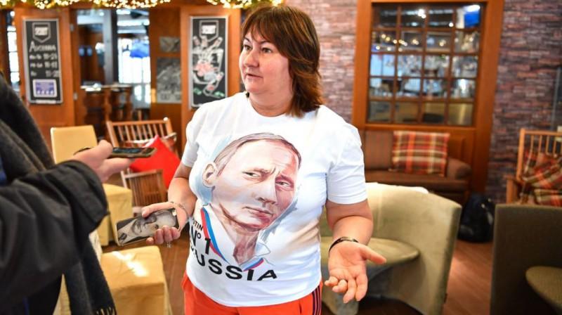 Jeļena Vjalbe intervijā ar norvēģu žurnālistu. Foto: Delebekk, Bjørn S.