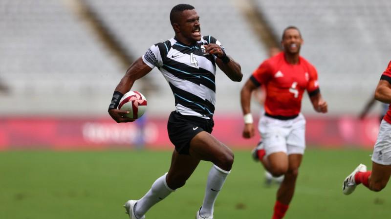 Fidži regbija-7 izlases spēlētājs Džiuta Vainikolo ar bumbu. Foto: Siphiwe Sibeko/Reuters/Scanpix