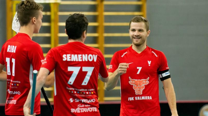 Valmieras komandā labākā spēlētāja balvu saņēma Mārtiņš Broks. Foto: floorball.lv