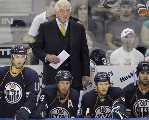 Kvins aiziet no ''Oilers'' galvenā trenera amata