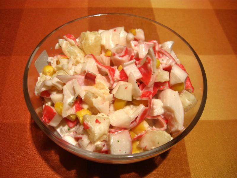 2 garšīgas salātu receptes ar konservētiem ananāsiem