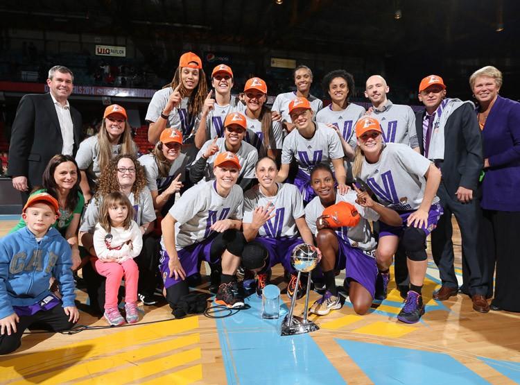 Anete Jēkabsone-Žogota Čikāgā kļūst par WNBA čempioni