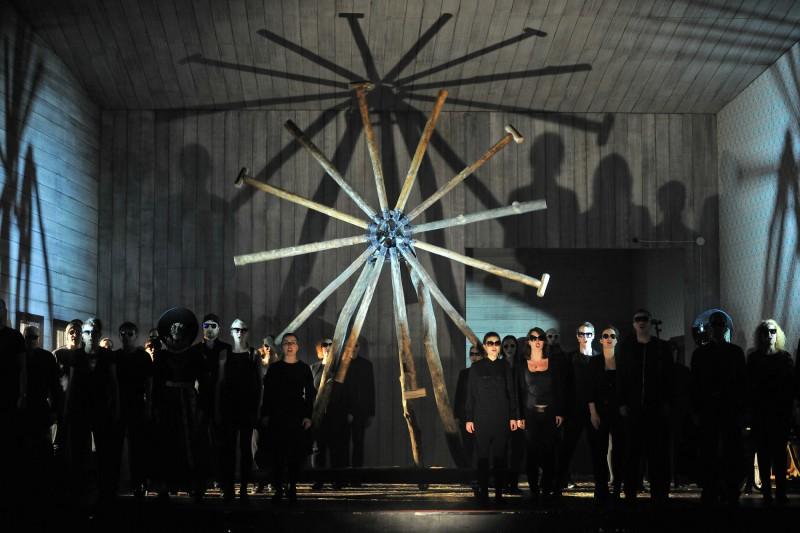 """Netradicionāli un ģeniāli. Pirmizrādi Nacionālajā teātrī piedzīvo K. Serebreņņikova izrāde """"Raiņa sapņi"""""""