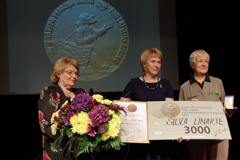 Par Jāzepa Pīgožņa balvas Latvijas ainavu glezniecībā  laureāti 2016. gadā kļuvusi Silva Linarte