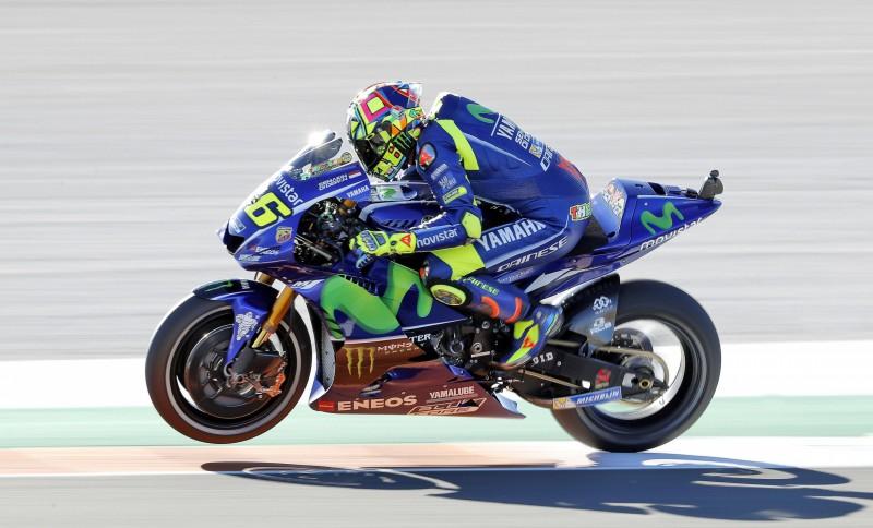 """""""Yamaha"""" savu jauno """"MotoGP"""" motociklu veidos uz 2016. gada modeļa bāzes"""