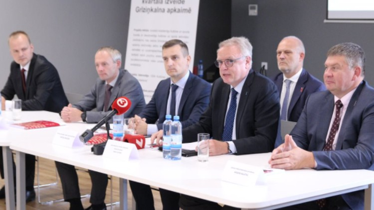 """IIHF ģenerālsekretārs kritizē Latvijas valdības nostāju: """"Neļausim mūs šantažēt"""""""