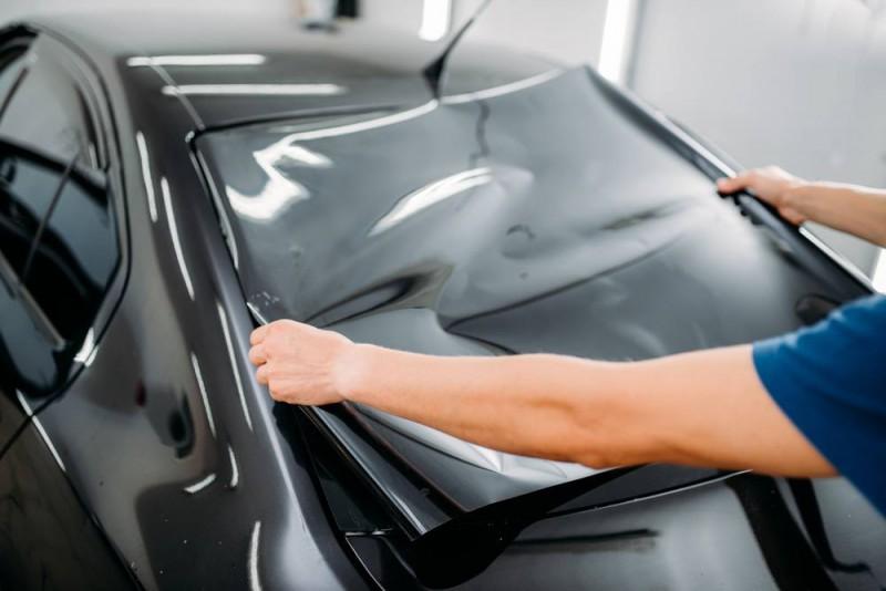 Vai ir atļauts tonēt visus auto logus?