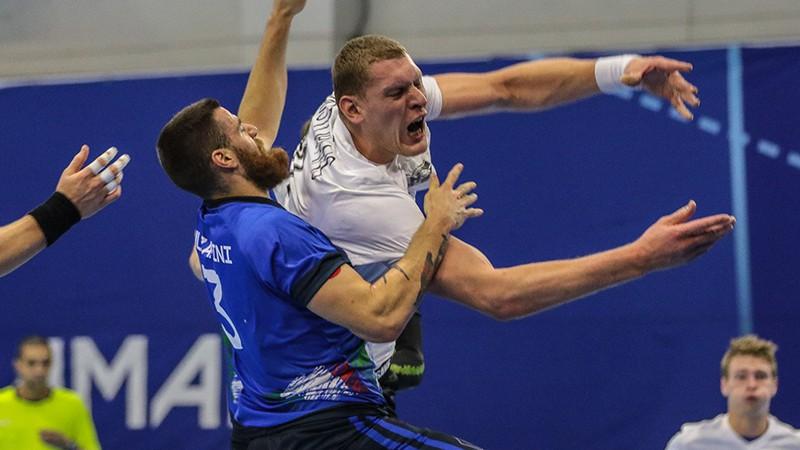 Neoptimālajā sastāvā Latvijas handbolisti kļūdām bagātā spēlē kapitulē Itālijā