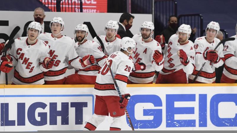 """Saslimšanas piedzīvojusī Karolīnas """"Hurricanes"""" apritē atgriezīsies bez pieciem hokejistiem"""