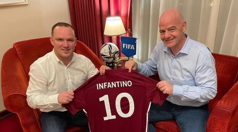 Ļašenko Katarā ticies ar Infantīno un FIFA prezidentu ielūdzis vizītē uz Latviju