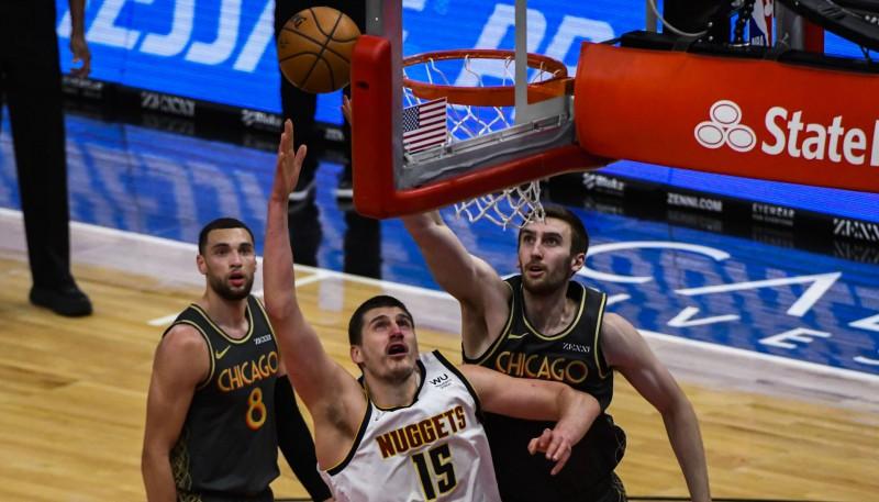 """""""Rockets"""" zaudējumā Kurucs nespēlē traumas dēļ, Jokičam 39+14+9 pret """"Bulls"""""""