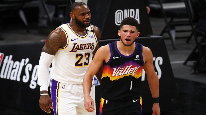 Bukeram 34 punkti, ''Suns'' pirmajā spēlē pieveic pagājušās sezonas čempioni ''Lakers''