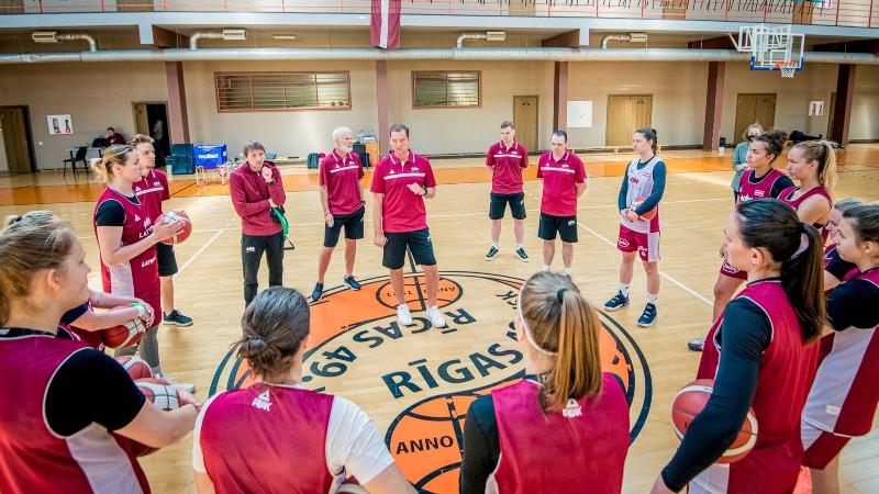 Vētras vadībā sieviešu basketbola izlase aizvadījusi pirmo treniņu