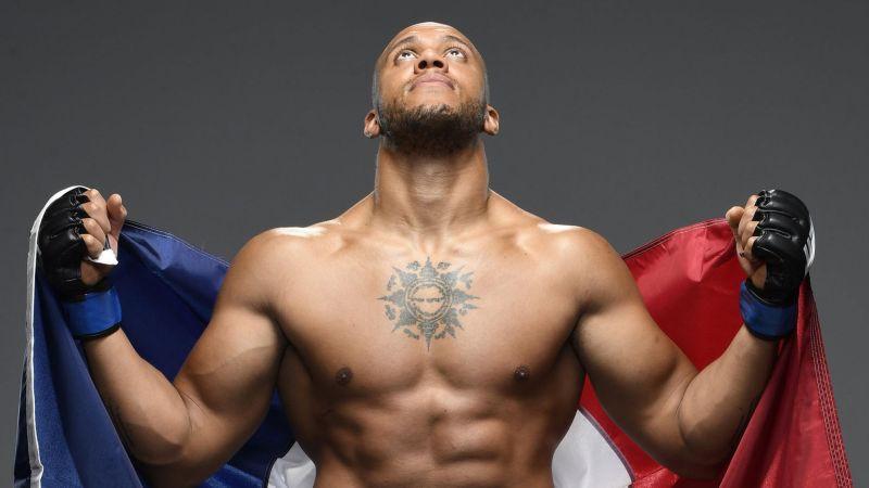 Gans ar vienbalsīgu lēmumu pieveic Volkovu un gatavs cīņai par UFC smagsvaru titulu