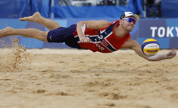 Bez latviešiem pusfinālā spēlēs arī norvēģi, krievi un Kataras pludmales volejbolisti