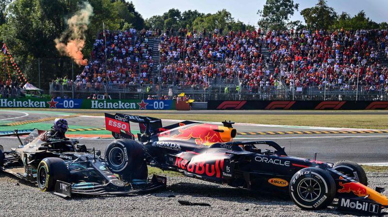 """Verstapens un Hamiltons divcīņā avarē, """"McLaren"""" pirmā dubultuzvara 11 gados"""